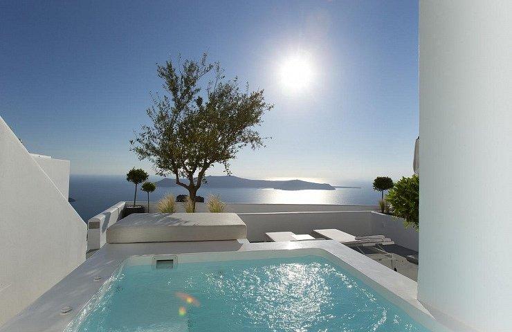 best_hotels_santorini